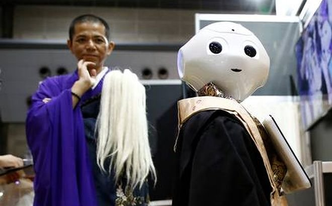 In Japan the hired robot the Japanese company Nissei Eco Co will execute Buddhist funeral ceremonies