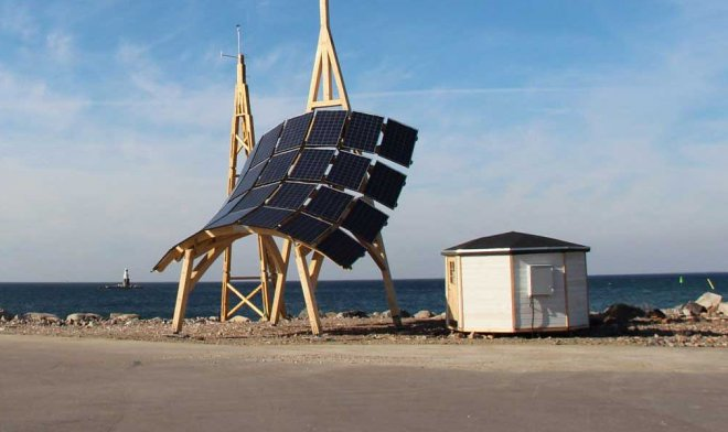 The power plant the Giraffe 2.0 collects energy of the sun and wind at the same time